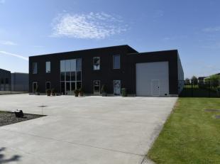 InBedrijvenzone II : Kaaskerke - Oude Barriere te Diksmuide, op minder dan 10 minuten van de E40, situeert zich dit multifunctioneel bedrijfsgebouw (9
