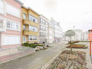 Op een steenworp van zee en strand, in hartje Blankenberge, treft men dit karaktervol renovatieproject. Zowel scholen, winkels, openbaar vervoer,... b