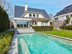 Deze mooie en instapklare woning is gelegen tussen Koksijde bad en dorp.Het betrefteen openbebouwing met een zwembad, een tuinmet zuidoostelijkeori&eu
