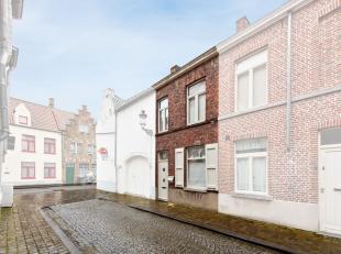 Deze gezellige woning bevindt zich in een rustige, residentiële buurt, op een boogscheut van het kloppend hart van Brugge en vlakbij groen. Zo zi