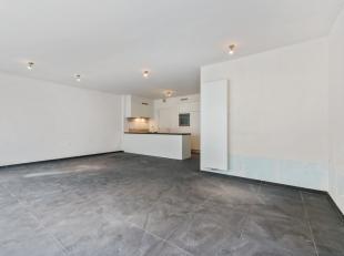 """Dit appartement van 103m² is gelegen in nieuwbouwresidentie """"Leopold II"""" te Kristus-Koning, Brugge. Winkels, horeca, fitness en kleinhandel zijn"""