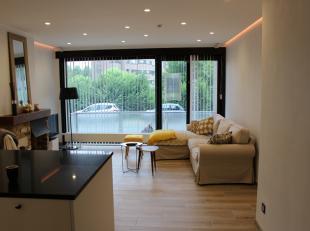 Dit prachtig appartement met twee slaapkamers is gelegen teKristus Koning in een groene omgeving met zicht op het water. De locatie zowel als het inst