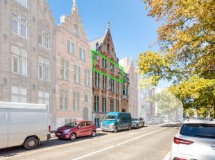Dit uitzonderlijk goed gelegen appartement bevindt zich vlakbij de Vesten en op slechts enkele minuten wandelen van het historisch stadscentrum van Br