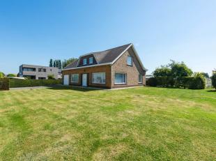Op de verbindingsweg Diksmuide-Ieper, in het bosrijke Houthulst, huisvest deze prachtige villa op een terrein van maar liefst 1846 m². Het gelijk