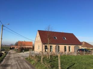 In het rustieke dorpje Zarren (deelgemeente Kortemark) huisvest deze fantastische villa. Dit prachtig eigendom is gebouwd in 2013 en is opgetrokken in