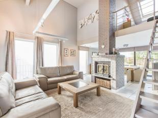 In een rustige woonwijk vlakbij Roeselare, Lichtervelde en Ardooie, huisvest dezeprachtige instapklare villa. De woning is vlot bereikbaar via verschi