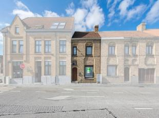 In het hartje van Diksmuide, op een boogscheut van de Grote Markt ,bevindt zich deze knusse woning. De eigendom omvat een inkomhal, een ruime living m