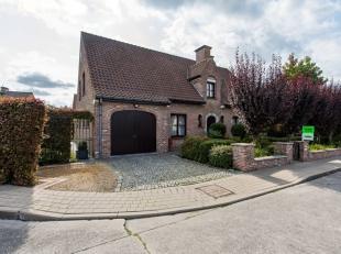 In een rustige wijk vlakbij het centrum van Torhout, huisvest deze instapklare villa op een perceel van 518m².Diverse winkels, horeca en centrum