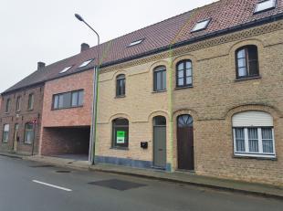 In het landelijke Beerst (deelgemeente van Diksmuide), huisvest deze fantastische woning. Deze eigendom is op het gelijkvloerse ingedeeld in een inkom