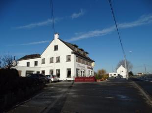 In het landelijke Pervijze (deelgemeente Diksmuide) vestigt dit interessant handelspand met woonst. De eigendom is gelegen dichtbij de kust en de snel