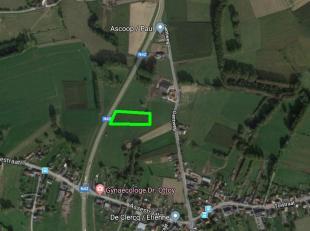 Dit stuk landbouwgrond is gelegen te Herzele, meer bepaald te Steenhuize-Wijnhuize en bevat een oppervlakte van 30a 64ca. Het perceel is momenteel gel
