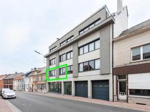 Dit lichtrijk appartement bevindt zich op een uitstekende ligging, vlakbij het treinstation en bushaltes, scholen, grootwarenhuizen en op wandelafstan