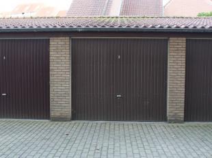 Deze ruime garagebox met automatische poort bevindt zich in Kristus-Koning, op slechts anderhalve kilometer van het centrum van Brugge.<br /> In de ga