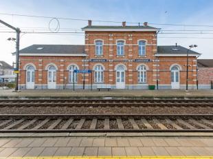 """Dit prachtig gerenoveerd stationsgebouw is gelegen te Lissewege, ook wel """"het witte dorp"""" genaamd. Dit dorpje behoort tot de10 mooiste dorpen van Vlaa"""