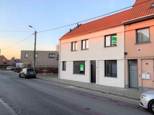 Deze gerenoveerde woning is gelegen in het centrum van Tielt. Scholen, de markt, station, bushaltes, supermarkt, apotheek, slagerij etc. bevinden zich