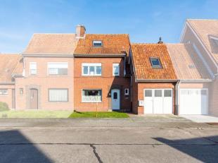De woning ligt nabij het centrum van Pittem in een doodlopende straat, gelegen vlakbij slagerij, bakkerij, lagere school, Finse piste én winkel