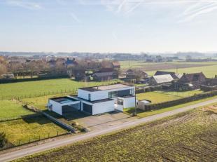 Deze moderne, lichtrijke villa is gelegen in een rustige en landelijke omgeving.De groene omgeving in combinatie met de vlotte bereikbaarheid (E40 / E