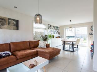 In een rustige woonwijk in Hooglede, huisvest dezeperfect instapklare villa. Deze is gebouwd in 2005en is gelegen op een grondoppervlak vanca. 500m&su