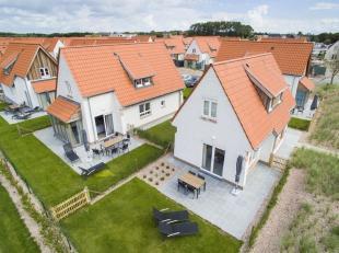 De woning genaamd village is een comfortabel vakantiehuis in cottagestijl. De ideale investering voor een tweede verblijf aan zee tussen de glooiende