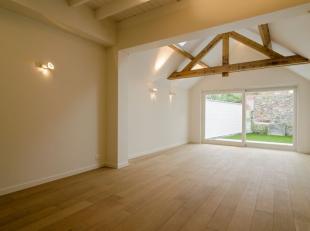 In debekoorlijke Brugsebinnenstad huisvest deze instapklare woning met luxueuze toets en kwalitatieve afwerking. De woning is centraal, doch rustig ge