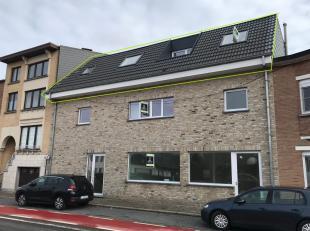 Aan de stadsrand van Kortrijkresideert dit gerenoveerdappartement, vlakbijbelangrijke invalswegen en openbaar vervoer.De eigendom omvat een ruime lich