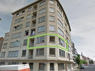 In het centrum van Kortrijk, op slechts 100 meter van de Grote Markt bevindt zich dit volledig vernieuwd appartement. Dit appartement op het tweede ve