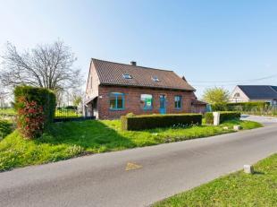 Op idyllische ligging te Nieuwkerke (Heuvelland - vlakbij de Franse Grens - 5 km Kemmelberg - 13 km Ieper), op een boogscheut van het centrum, treffen