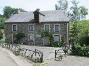 'Moulin de Floumont', gelegen aan de gelijknamige waterstroom Floumont, is een karaktervolle woning die dateert uit 1850. De woning is sindsdien volle