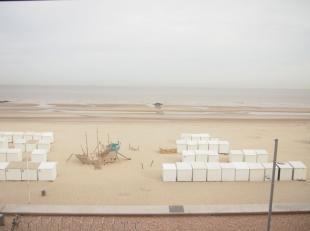 Op toplocatie, namelijk de Zeedijk in Wenduine resideert dit instapklaar appartement met frontaal zeezicht. Het betreft een appartement ingedeeld in e