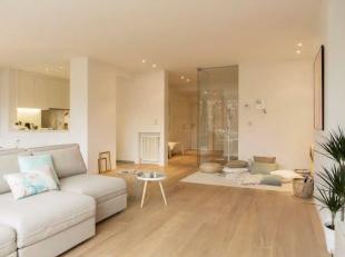 Op een boogscheut van het historisch stadscentrum van Brugge, huisvest dit subliem appartement. Dit uitzonderlijk goed gelegen appartement met twee sl