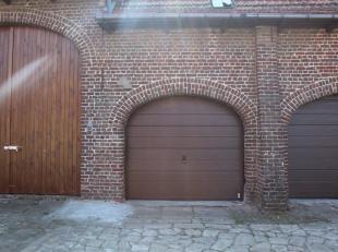 Deze garage bevindt zich in Ieper en is rustig gelegen.Deze ruimte kan u zowel gebruiken als parkeerplaats of al opbergplaats.Deze garage is afgeslote