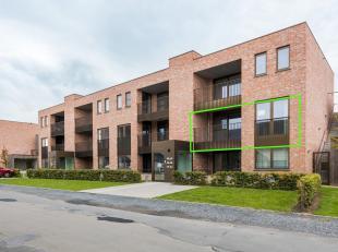 In de hoppestad Poperinge, in een aangename en centrale omgeving bevindt zich dit recent nieuw appartement. Het gaat om een appartement gelegen op de