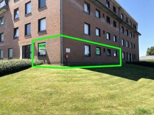 Dit appartement ligt op een rustige doch centrale ligging te Kuurne. Goede verbinding met Kortrijk, Harelbeke en Izegem door de nabijheid van de Brugs