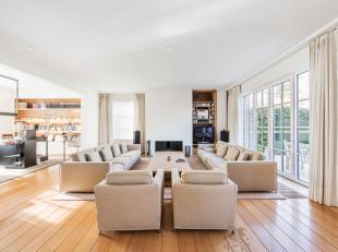 Op een zonnig perceel van 2.888 m² in een aangename, residentiële buurt treft u deze karaktervolle villa. Een uitstekende ligging voor wie w