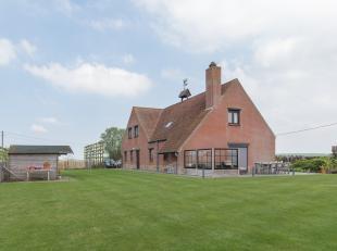 Deze mooie landelijke villa is gelegen te Sint-Pieters-Kapelle, op een perceel grond van maar liefst 1660m². Een uitstekende ligging voor wie van