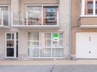 Dit ruim gelijkvloers appartement is gevestigd in het centrum van Middelkerke. Het eigendom is gevestigd in een kleinschalige en recente residentie (2