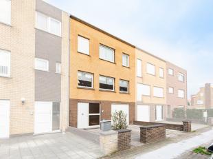 In een rustige woonwijk vlakbij centrum Blankenberge, huisvest deze instapklare woning. Deze is gebouwd in 1975 en ligt op een perceel van 150 m²