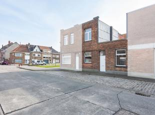 Deze gerenoveerde woning is gelegen in een rustige buurt en tevens is er een vlotte verbinding met de E40. De gesloten bebouwing heeft veel mogelijkhe