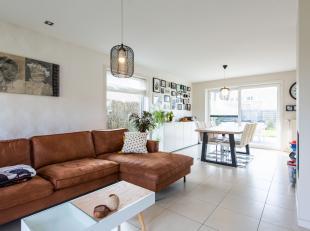 Te koop met STARTPRIJS 285.000 euro!In een rustige woonwijk in Hooglede, huisvest deze perfect instapklare villa. Deze is gebouwd in 2006 en is gelege