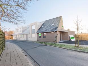 In Roesbrugge (deelgemeente van Poperinge) bevindt zich deze charmante gezinswoning, gelegen vlakbij slagerij, bakkerij, lagere school én buurt