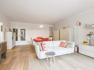 In het centrum van Kortrijk, vlakbij openbaar vervoer en scholen bevindt zich dit gezellig instapklaar appartement. Gelegen op wandelafstand van het b