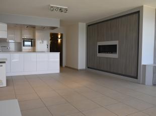 Dit fantastische appartement is gelegen op de Zeedijk van Blankenberge en bevindt zich op wandelafstand van het centrum, scholen, winkels en het openb