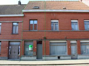 In Vlamertinge, op centrale ligging tussen Ieper en Poperinge, vinden we deze instapklare rijwoning. Deze gezellige woning is op het gelijkvloers inge