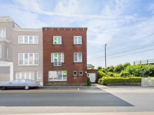 Deze op te frissen woning is gelegen in een doorlopende straat in het centrum van Kortrijk. Door de nabijheid van de E17 en de E403, geniet de woning