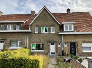 Deze woning bevindt zich in een rustige woonwijk te Bellegem. Op het gelijkvloers bevindt zich een ruime leefruimte die doorgang biedt tot de keuken.