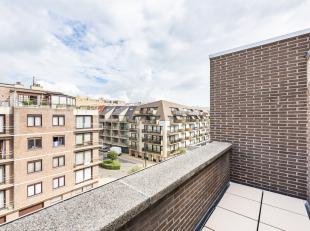 Dit ruime instapklaar appartement bevindt zich op de vierde en vijfde verdieping van de goed onderhouden residentie 'Westhelling II'. Ze is gelegen op