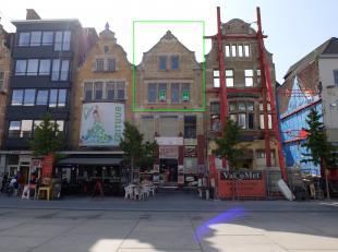 Ruim ruwbouw appartement en studio met een prachtig vergezicht te centrum Roeselare. Het eigendom heeft 2 entiteiten en is gelegen op wandelafstand va