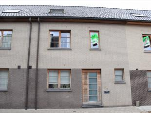 Op toplocatie nabij de Brugse binnenstad in een zeer kindvriendelijke buurt huisvest deze zeer mooie halfopen bebouwing met 4 slaapkamers. Winkels, ho