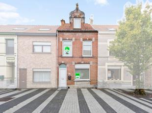 In het centrum van Middelkerke is deze uiterst charmante rijwoning gevestigd. U bevindt zich op wandelafstand van de Kerkstraat, de Markt en talrijke