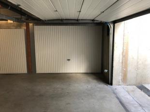 Deze garagebox is gelegen in residentie KAAIZICHT BLOK 2 langs de Houtkaai 11-14 te Brugge. Centrum van Brugge, handelszaken, winkelcomplex Veemarkt,